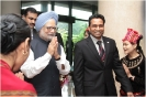 Appreciating the moment – Hotel General Manager Saman Sarathchandra with H.E. Manmohan Singh